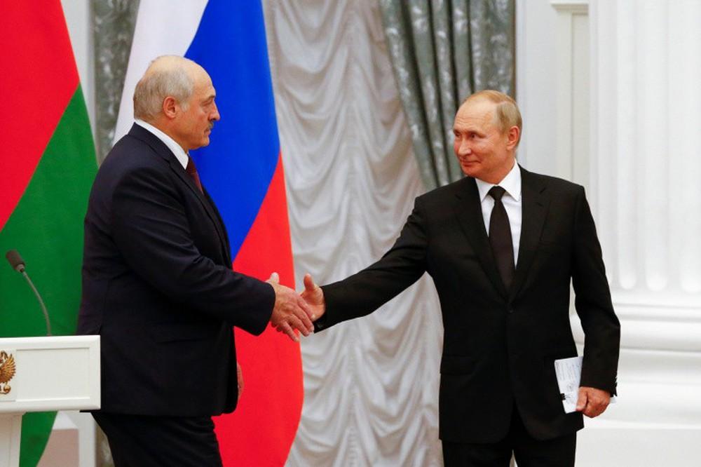 Ông Lukashenko tuyên bố thẳng thừng, TT Putin đáp lại bằng nụ cười gây sốt: Phương Tây cay mũi! - Ảnh 1.