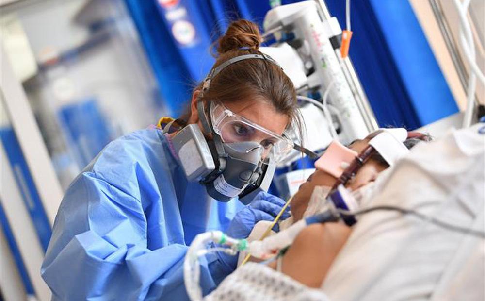 Anh: 99% ca tử vong do COVID-19 là những người chưa tiêm đủ 2 mũi vaccine