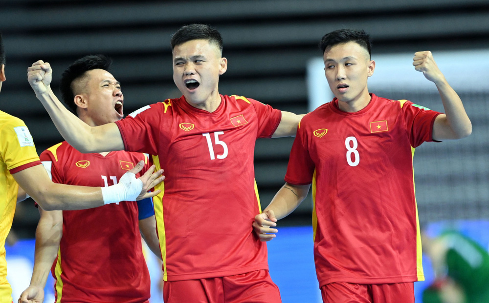 ĐT Futsal Việt Nam hạnh phúc khi ghi bàn vào lưới ĐT Futsal Brazil