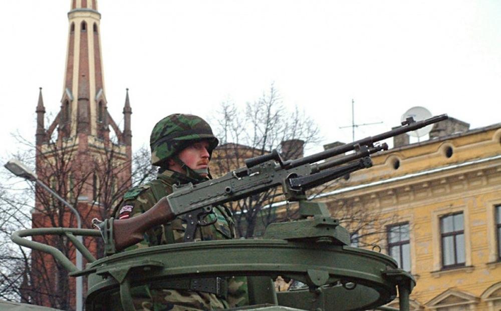 Quân đội Latvia bị chỉ trích vì tập trận giữa đường phố khiến người dân hoảng loạn