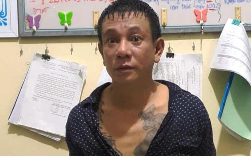 Người đàn ông đâm loạn xạ vào nhân viên chốt kiểm dịch Covid-19
