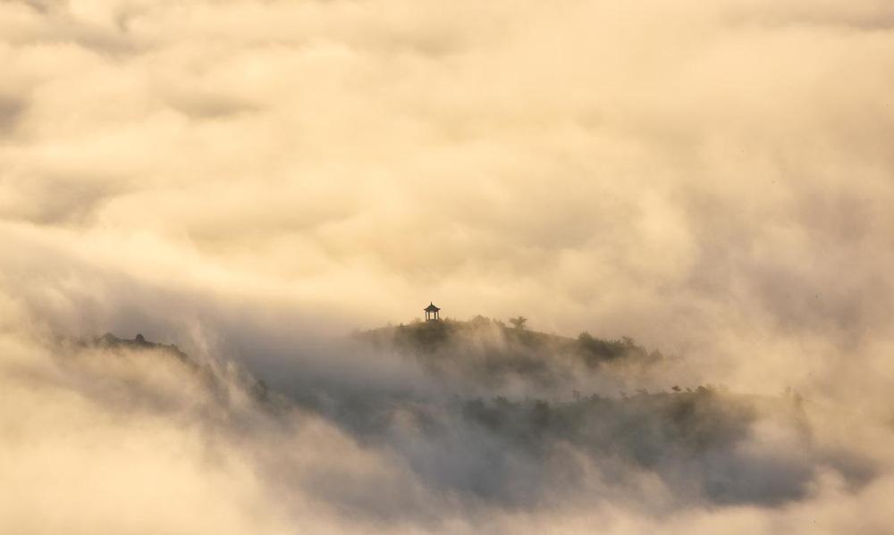 24h qua ảnh: Sét đánh trúng đỉnh tòa nhà chọc trời ở Mỹ - Ảnh 3.