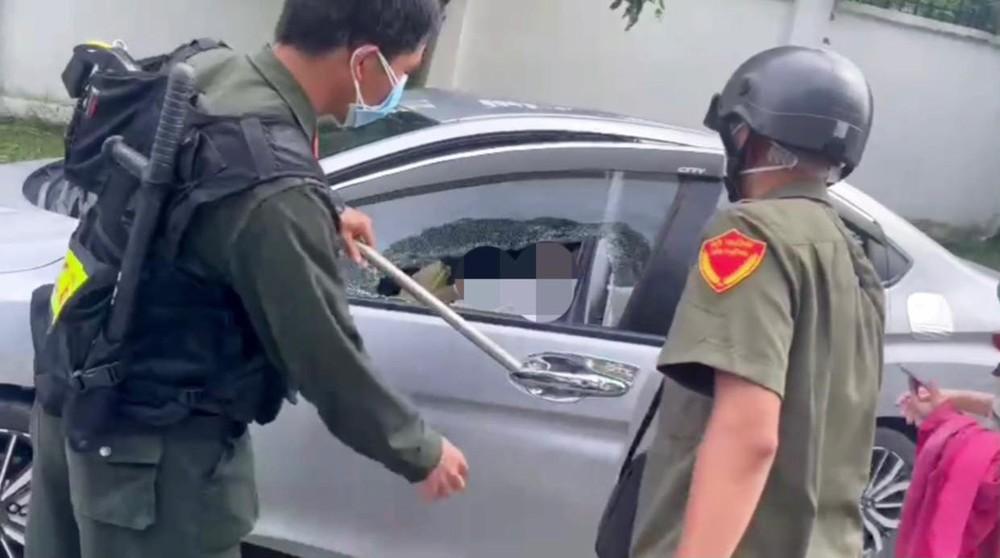 Vụ Bí thư thị trấn ở Bình Dương tử vong trong ô tô: Ghế trước có túi đựng 2 lọ thuốc trừ sâu, thuốc diệt mối đã cạn - Ảnh 1.