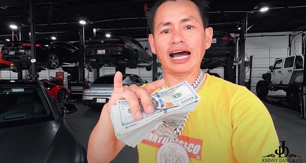 Tỷ phú Johnny Đặng chứng minh độ giàu có, tặng thưởng răng kim cương, 30 ngàn đô và siêu xe hơn 2 tỷ - Ảnh 3.