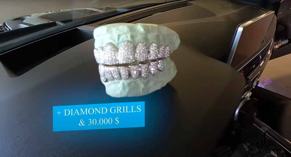 Tỷ phú Johnny Đặng chứng minh độ giàu có, tặng thưởng răng kim cương, 30 ngàn đô và siêu xe hơn 2 tỷ - Ảnh 2.