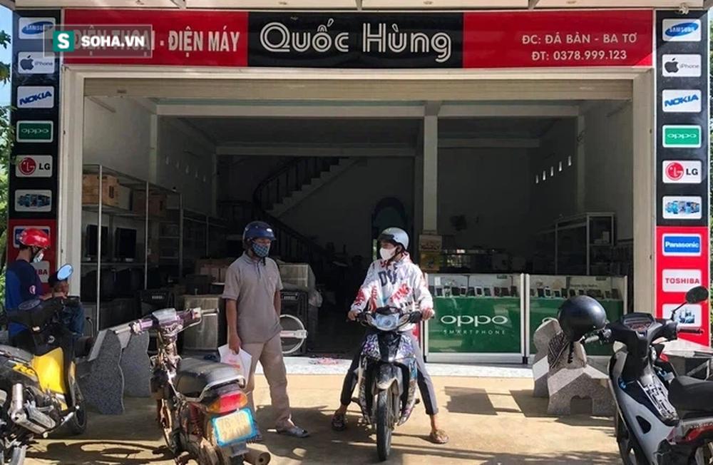 2 cha con xuống núi, vét sạch túi được 1 triệu để mua điện thoại học online và phản ứng bất ngờ từ chủ cửa hàng - Ảnh 2.