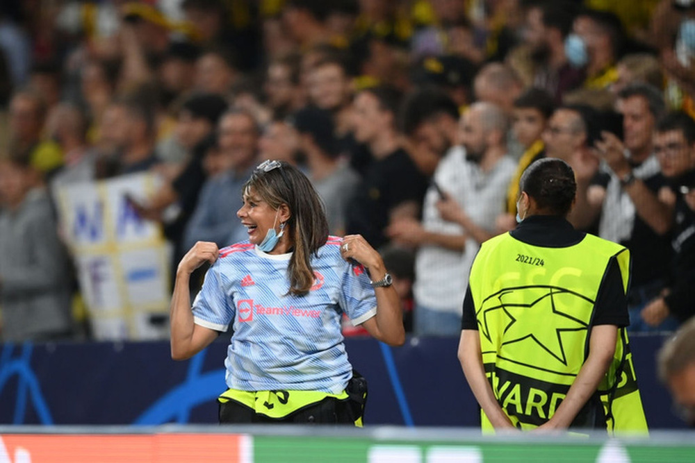 Nhân viên an ninh được tặng áo số 7 huyền thoại sau khi bị Ronaldo đá bóng trúng đầu - Ảnh 2.