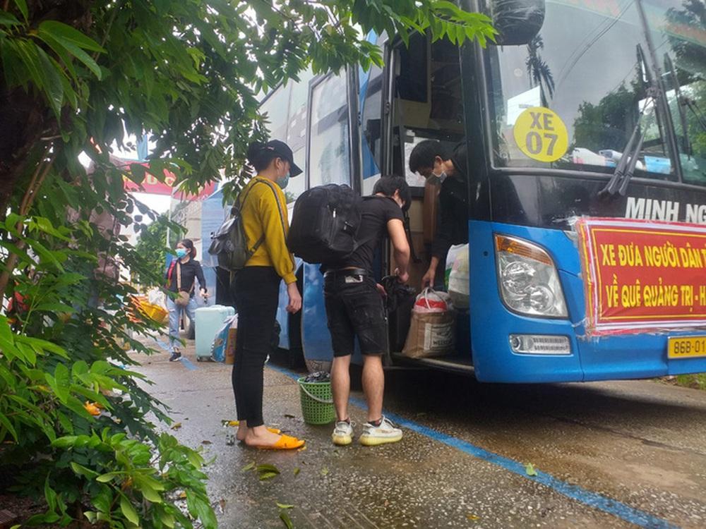 Bình Thuận đưa 15 người ngồi thùng xe đông lạnh né chốt về quê - Ảnh 1.
