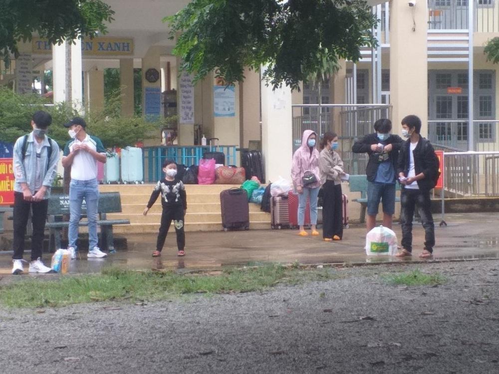 Bình Thuận đưa 15 người ngồi thùng xe đông lạnh né chốt về quê - Ảnh 2.