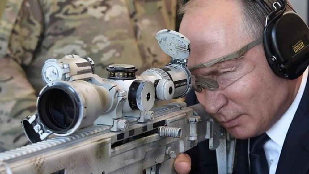 Trung tá tình báo V. Putin trấn áp đám đông, cứu tài liệu tuyệt mật mật của KGB ở Đức - Ảnh 1.