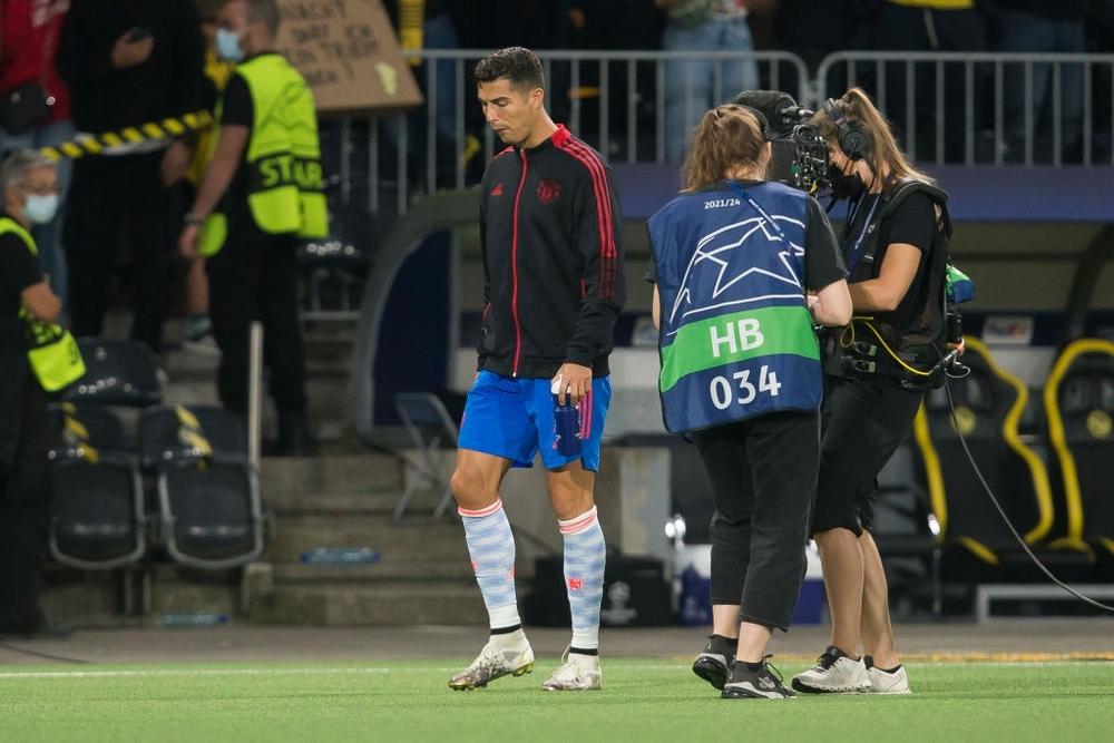 Nhân viên an ninh được tặng áo số 7 huyền thoại sau khi bị Ronaldo đá bóng trúng đầu - Ảnh 11.