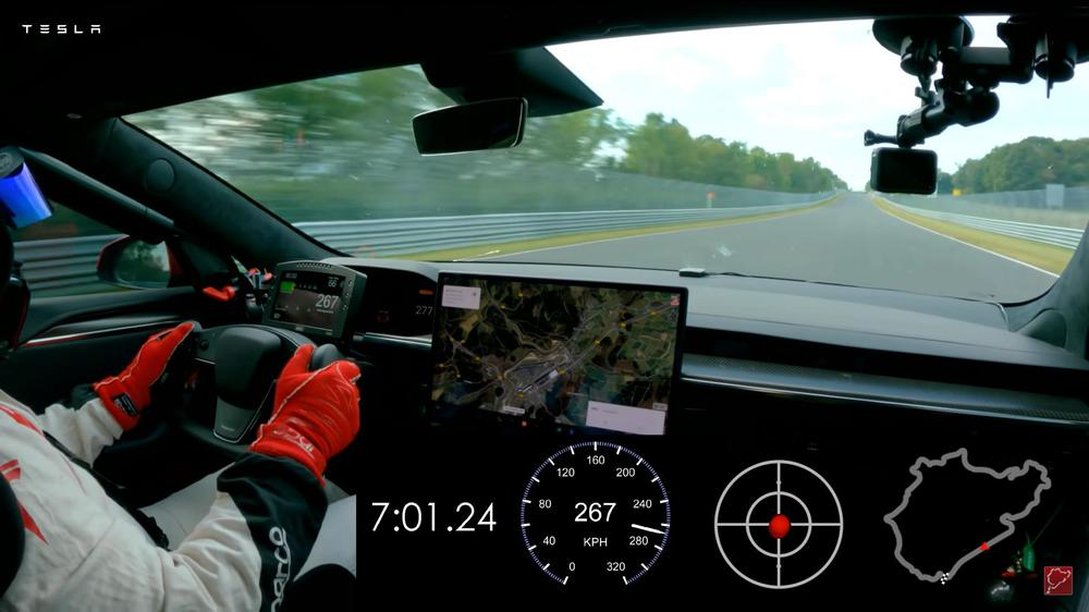 Chiếc xe điện hơn 1000 mã lực, một lần sạc chạy 3 lượt Hà Nội – Quảng Ninh chưa hết điện, tăng tốc kinh hoàng đả bại Porsche trên đường đua! - Ảnh 2.