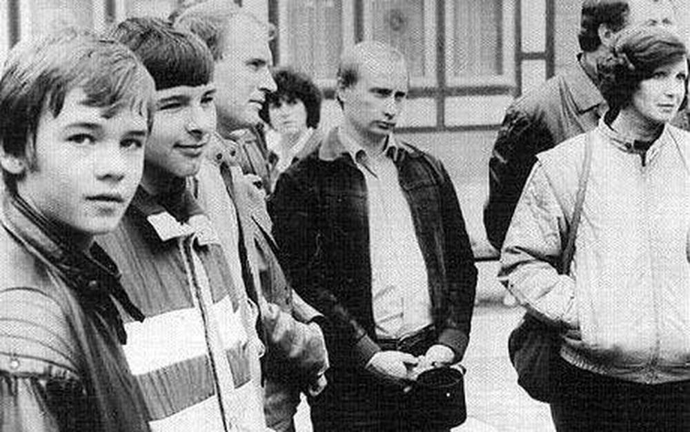 Trung tá tình báo V. Putin trấn áp đám đông, cứu tài liệu tuyệt mật mật của KGB ở Đức - Ảnh 4.