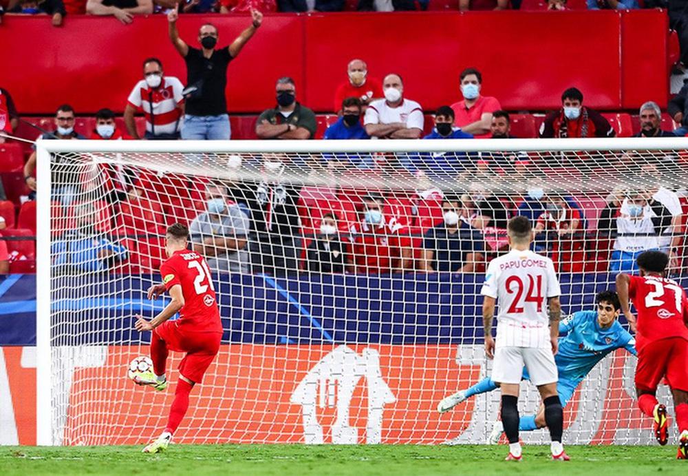 Sevilla chia điểm trong trận cầu lịch sử với 4 quả phạt đền chỉ trong hiệp một - Ảnh 5.