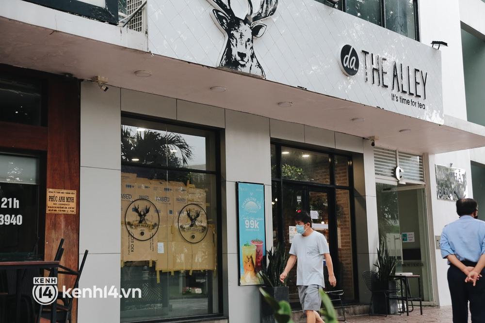 """Toàn cảnh quận 7 trước ngày thí điểm mở cửa: Nhiều hàng quán ăn uống vẫn """"im lìm"""" - Ảnh 8."""