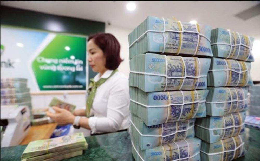 """Fanpage của Vietcombank vừa mở bình luận đã bị tấn công vì một """"hạch sách"""" vô lý của dân mạng"""