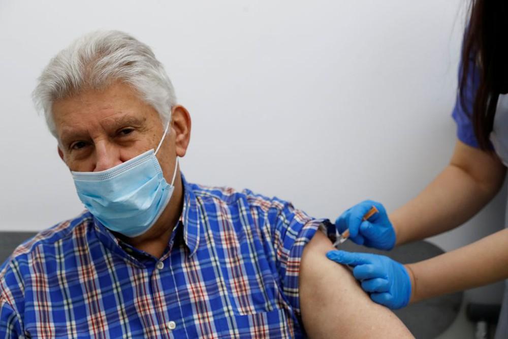Thêm bằng chứng cho thấy 'sự thành công tuyệt vời' của vaccine COVID-19 - Ảnh 1.