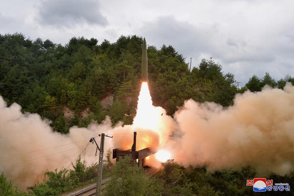 Trình độ công nghệ Triều Tiên đã cho phép bắn tên lửa đạn đạo từ tàu hỏa - Ảnh 2.