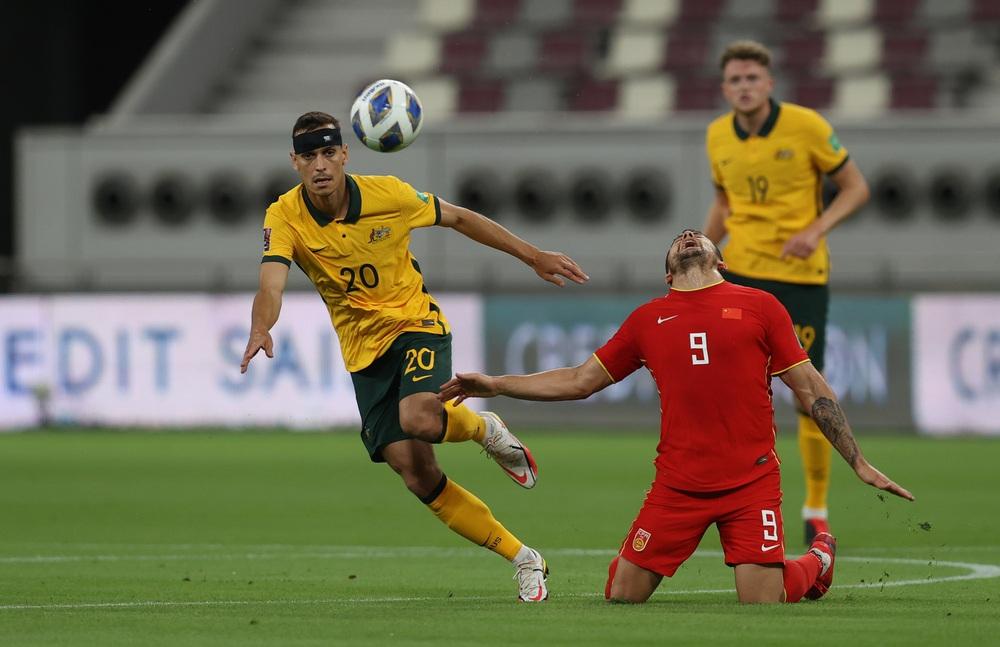"""Báo Trung Quốc: """"Nếu 4 cầu thủ nhập tịch được đá chính, tuyển Trung Quốc sẽ dễ dàng hạ Việt Nam"""" - Ảnh 1."""