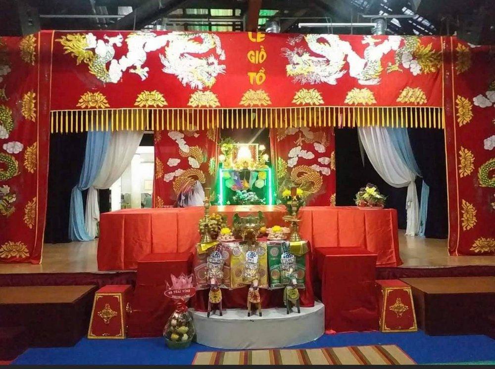 Giỗ Tổ nghề sân khấu ở Sài Gòn: Cúng Tổ một hộp bánh cũng được. Ông Tổ sẽ thông cảm - Ảnh 6.