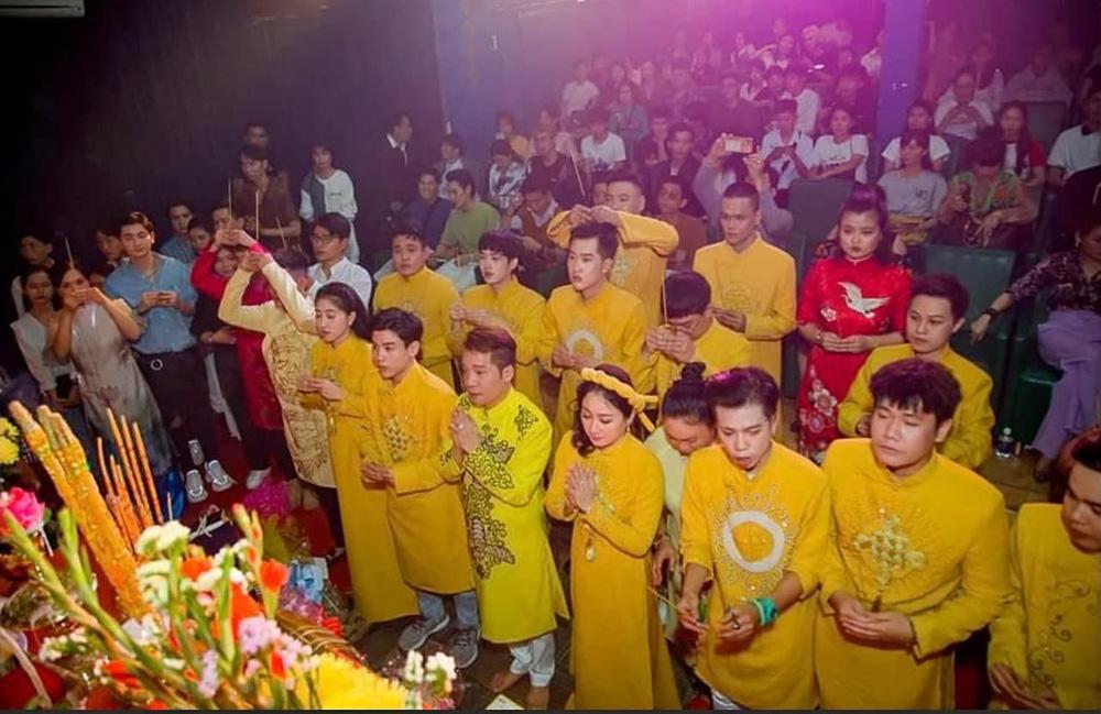 Giỗ Tổ nghề sân khấu ở Sài Gòn: Cúng Tổ một hộp bánh cũng được. Ông Tổ sẽ thông cảm - Ảnh 5.