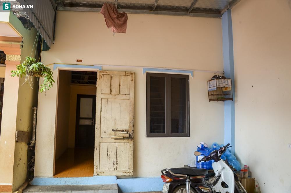 Hà Nội: Cặp vợ chồng có 6 con học online nhưng nhà có duy nhất 2 điện thoại, thầy hiệu trưởng cho mượn 1 chiếc - Ảnh 4.