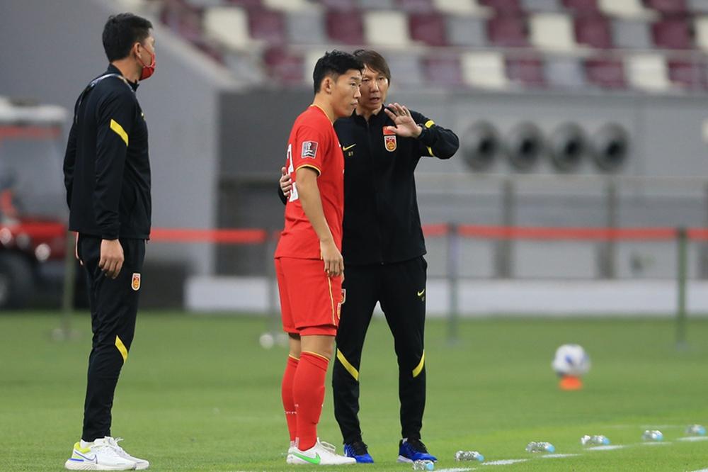 Cầu thủ Trung Quốc mệt mỏi, thốt lên: Chúng tôi suy sụp cả thể chất lẫn tinh thần - Ảnh 1.