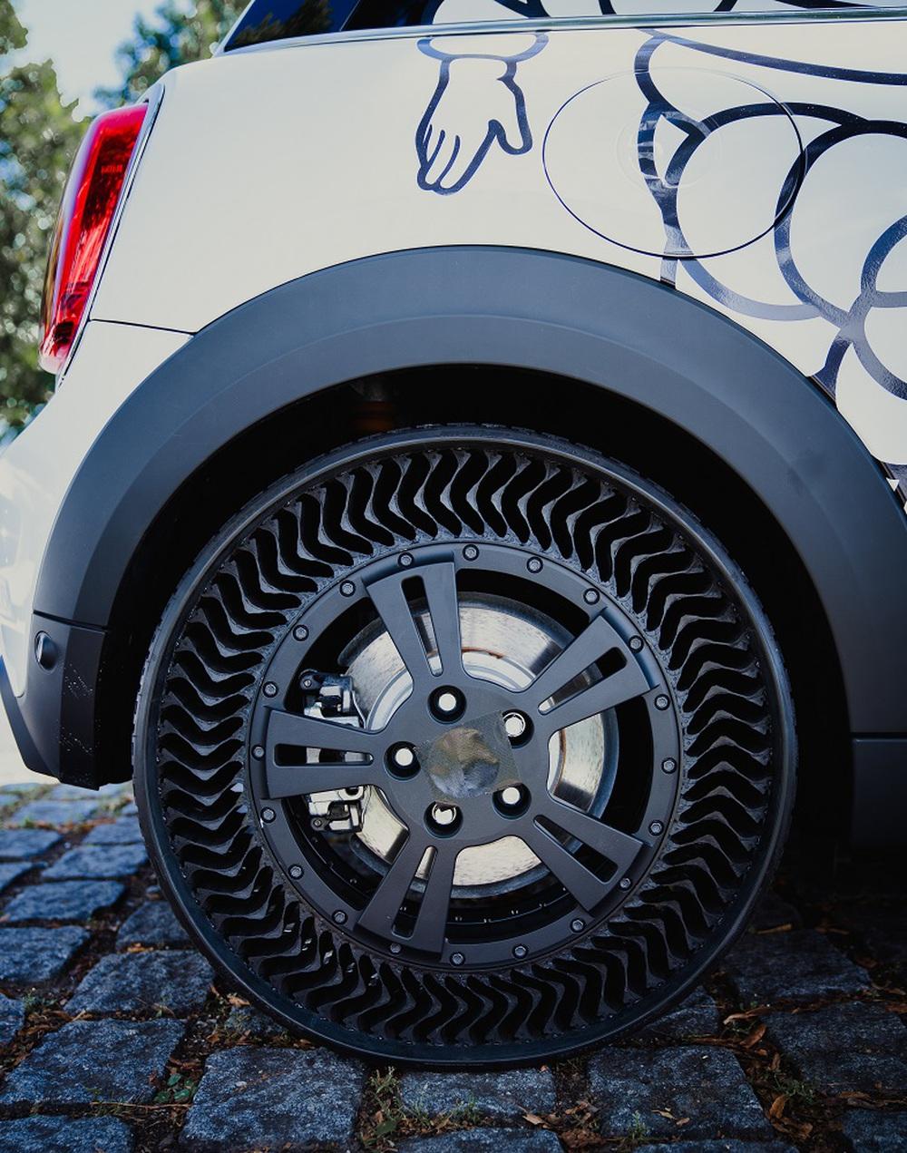 Cách tốt nhất để lốp xe không bị xì hơi: Làm lốp xe không có hơi! - Ảnh 2.