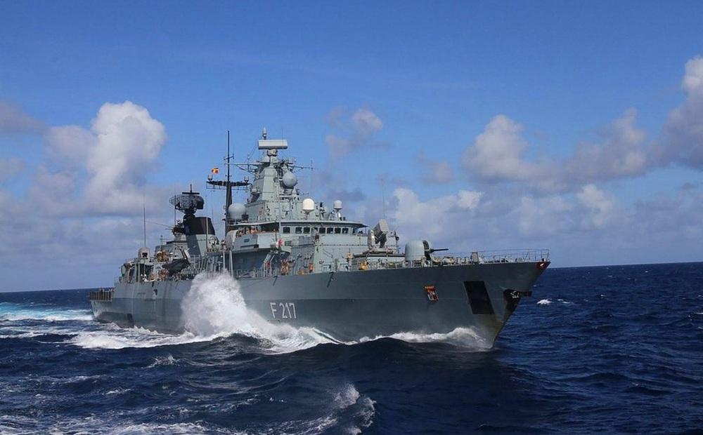 """Đức ngỏ lời thân thiện, Trung Quốc hất ngay gáo nước lạnh tới """"cóng người"""": Mời khinh hạm rời đi cho!"""