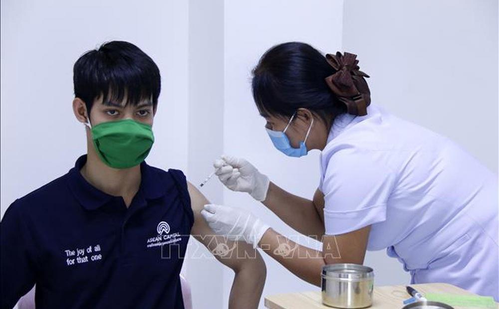 Lào gia hạn phong tỏa, đẩy mạnh tiêm chủng vaccine ngừa COVID-19