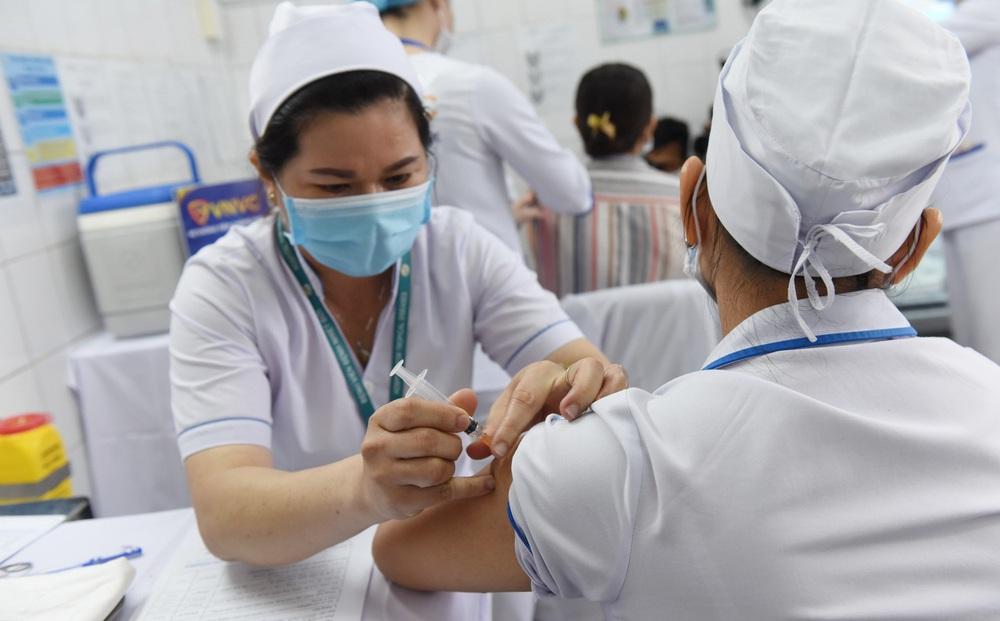 Công văn hoả tốc của Bộ Y tế về việc một số cơ sở tiêm vắc xin COVID-19 cho trẻ dưới 18 tuổi
