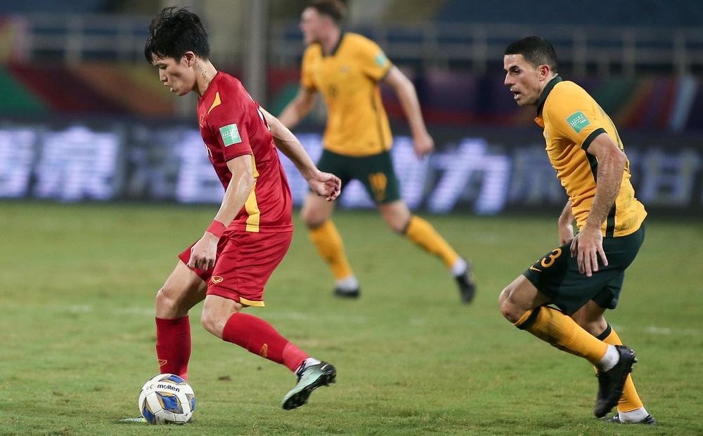 Báo Trung Quốc đưa tin đội nhà hơn Việt Nam 20 bậc, fan vào ủng hộ... Việt Nam chiến thắng