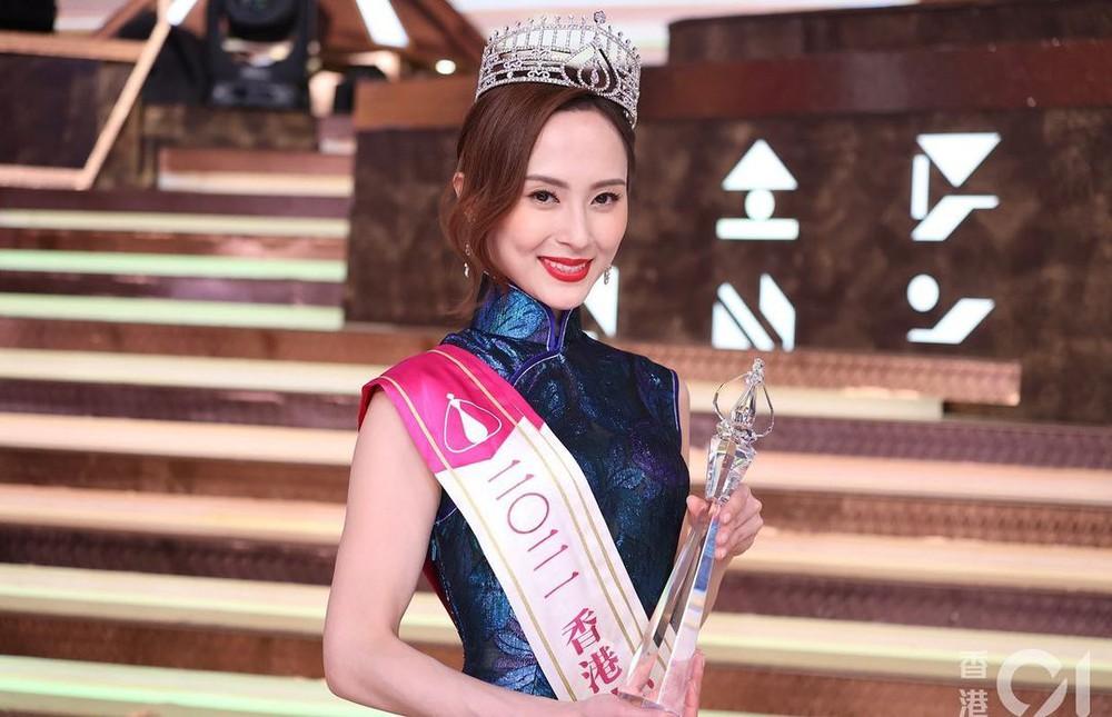 Nhan sắc gợi cảm của mỹ nữ gốc Việt đăng quang tại Hoa hậu Hong Kong 2021 - Ảnh 2.