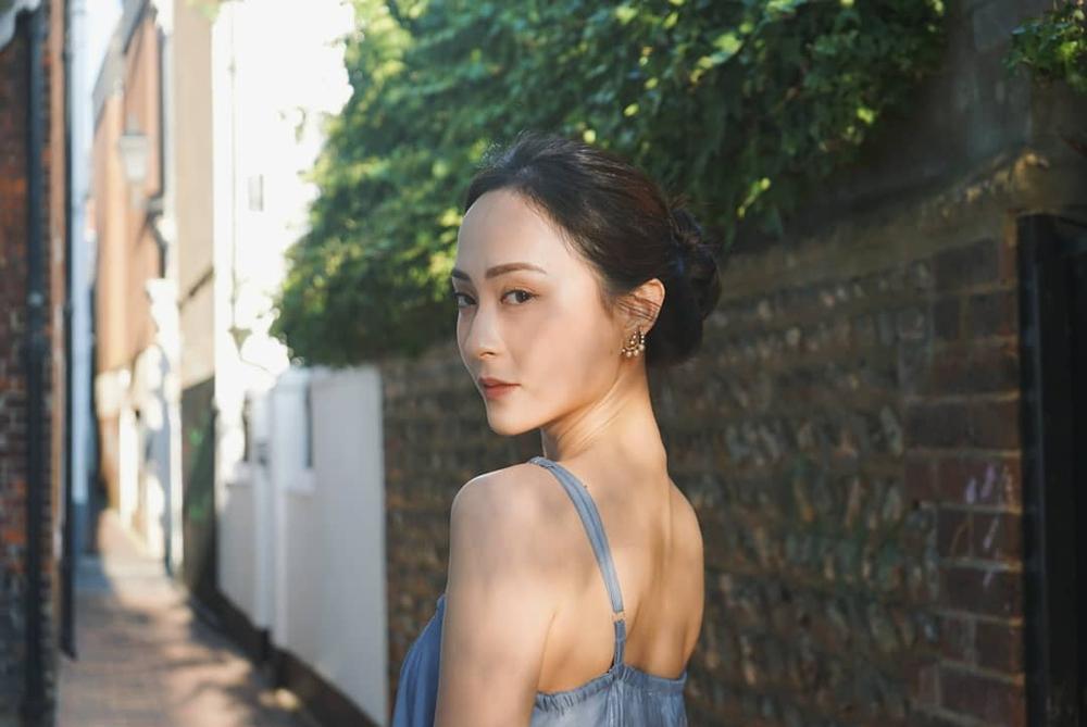 Nhan sắc gợi cảm của mỹ nữ gốc Việt đăng quang tại Hoa hậu Hong Kong 2021 - Ảnh 6.