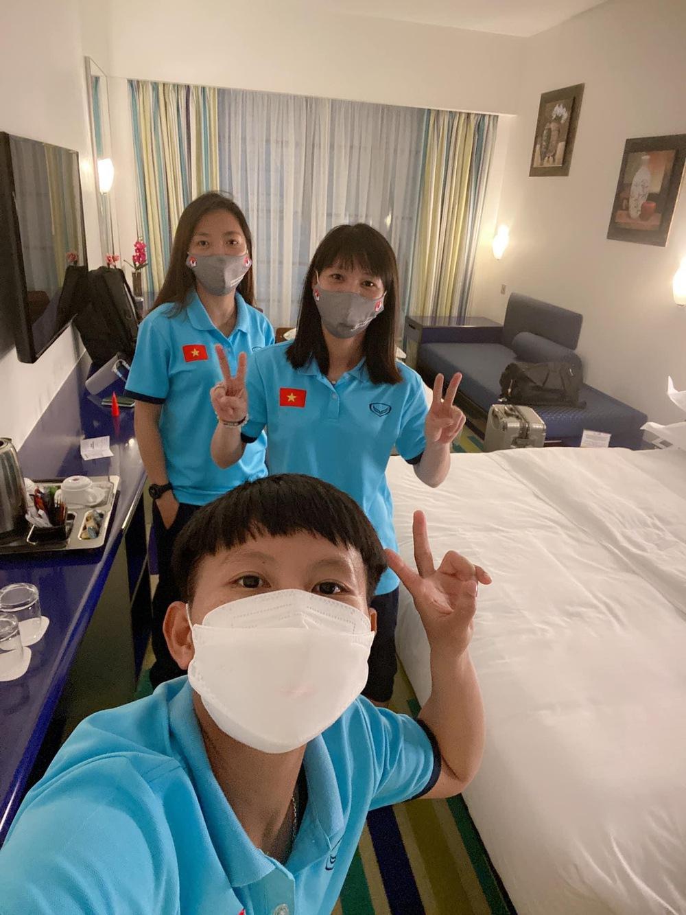 Tuyển nữ Việt Nam hào hứng khi đặt chân đến Dubai - Ảnh 3.