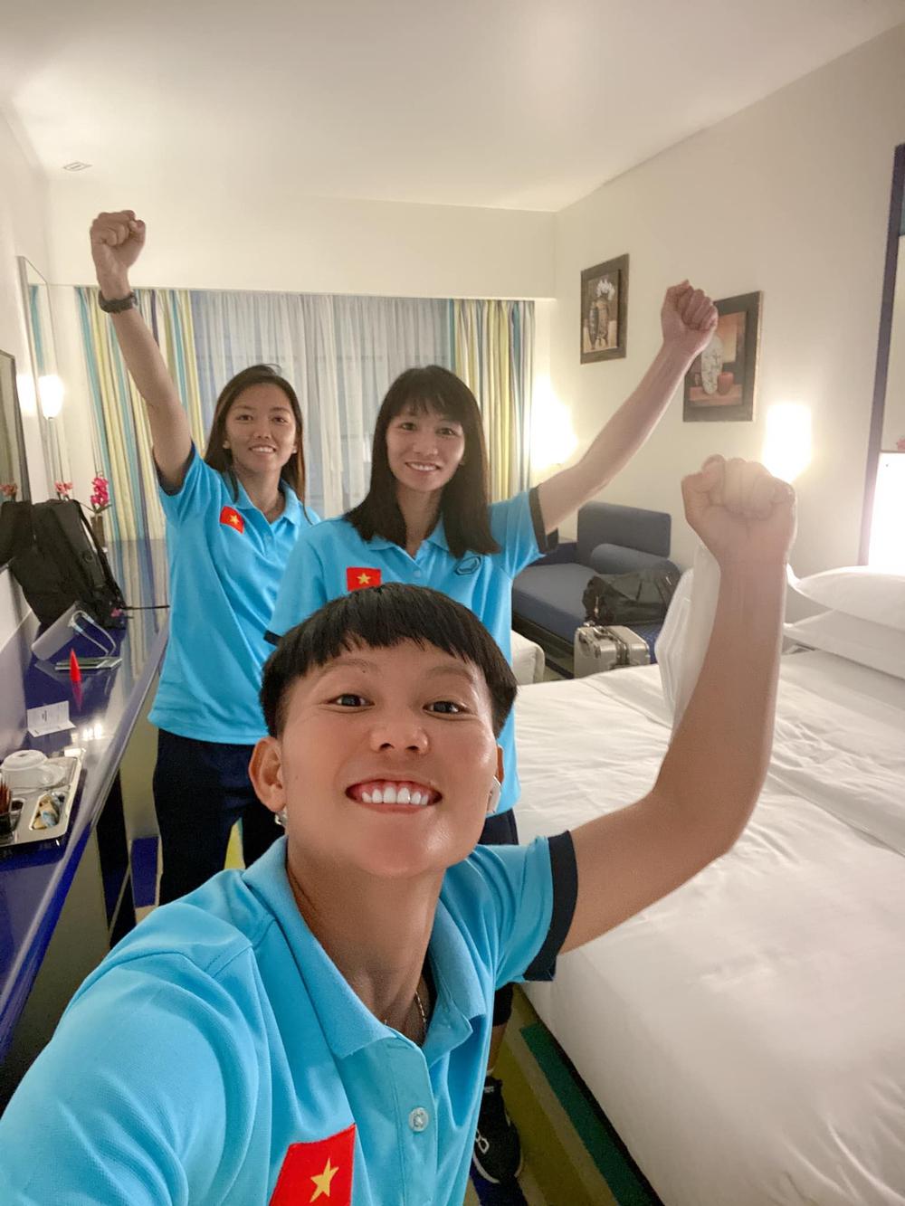 Tuyển nữ Việt Nam hào hứng khi đặt chân đến Dubai - Ảnh 4.