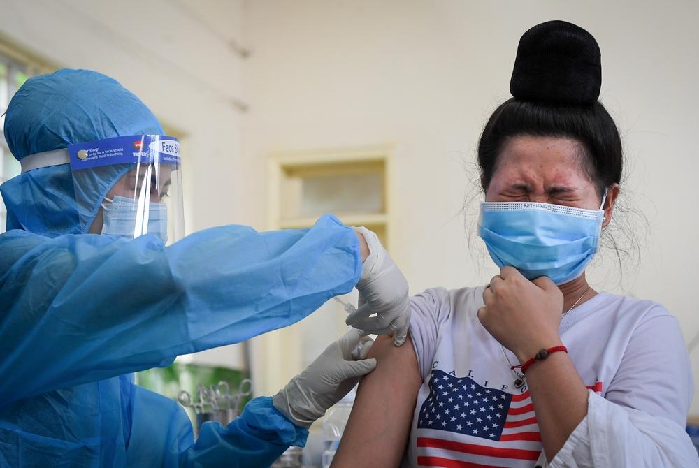 Tỉnh thứ 3 phấn đấu tiêm vắc xin mũi 1 cho 100% người dân sau Hà Nội và TP HCM - Ảnh 2.