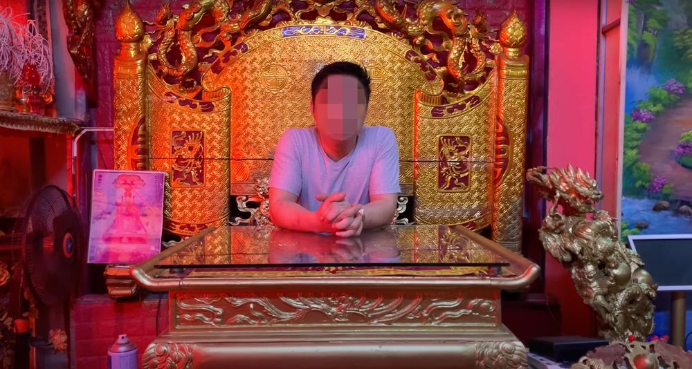 Tự xưng là Ngọc Hoàng đại đế chống Covid-19 bằng trấn yểm, Youtuber bị công an sờ gáy - Ảnh 1.