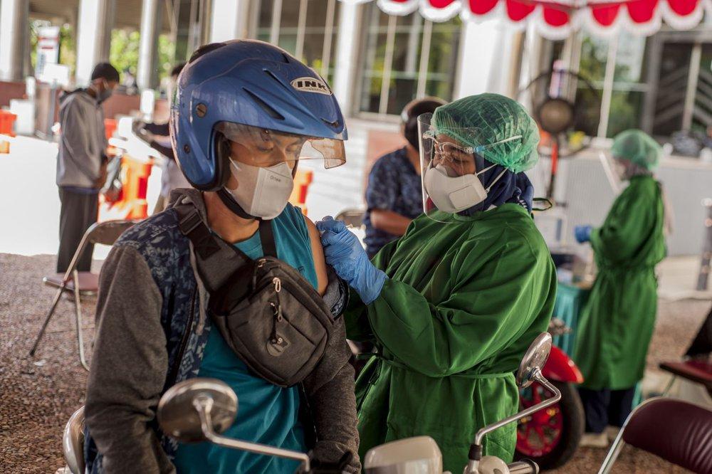 COVID-19 vừa lắng, Indonesia lại sắp đối diện với làn sóng dịch mới? - Ảnh 1.