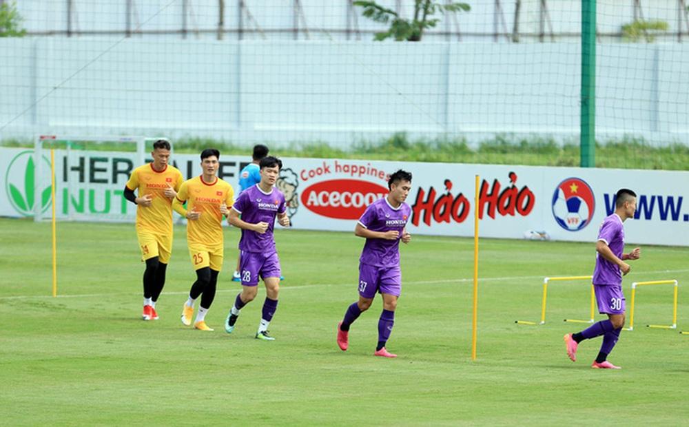 HLV Park Hang-seo bổ sung 2 cầu thủ U22 Việt Nam lên đội tuyển quốc gia - Ảnh 1.