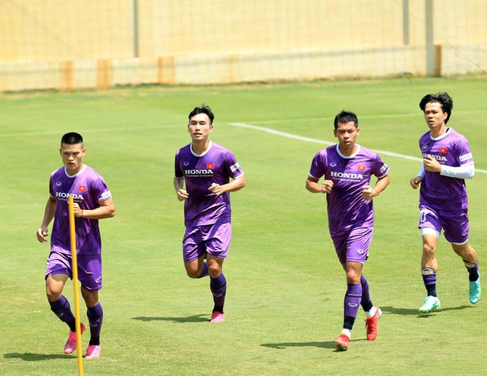 HLV Park Hang-seo bổ sung 2 cầu thủ U22 Việt Nam lên đội tuyển quốc gia - Ảnh 2.
