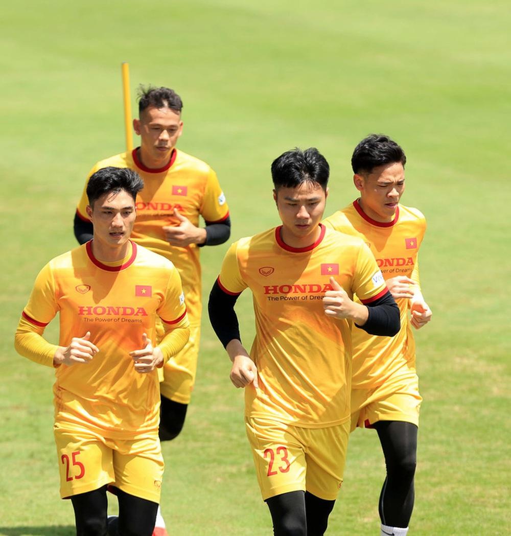 HLV Park Hang-seo bổ sung 2 cầu thủ U22 Việt Nam lên đội tuyển quốc gia - Ảnh 11.