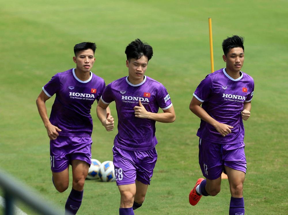 HLV Park Hang-seo bổ sung 2 cầu thủ U22 Việt Nam lên đội tuyển quốc gia - Ảnh 3.