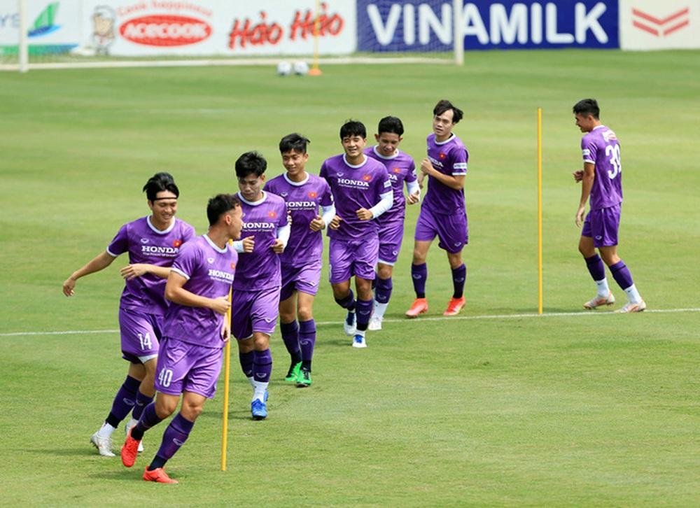 HLV Park Hang-seo bổ sung 2 cầu thủ U22 Việt Nam lên đội tuyển quốc gia - Ảnh 4.
