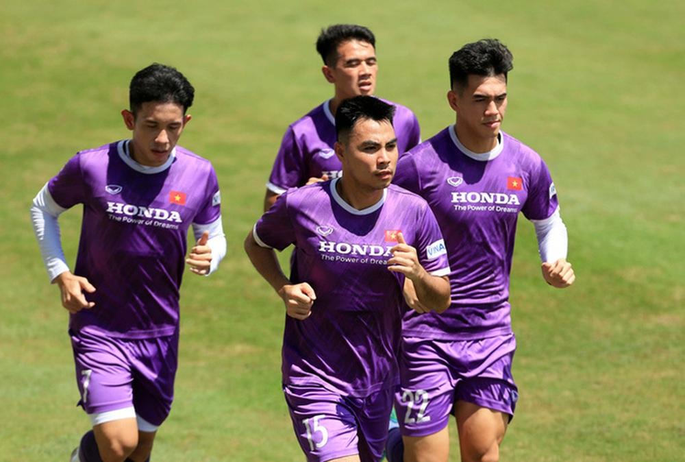 HLV Park Hang-seo bổ sung 2 cầu thủ U22 Việt Nam lên đội tuyển quốc gia - Ảnh 5.