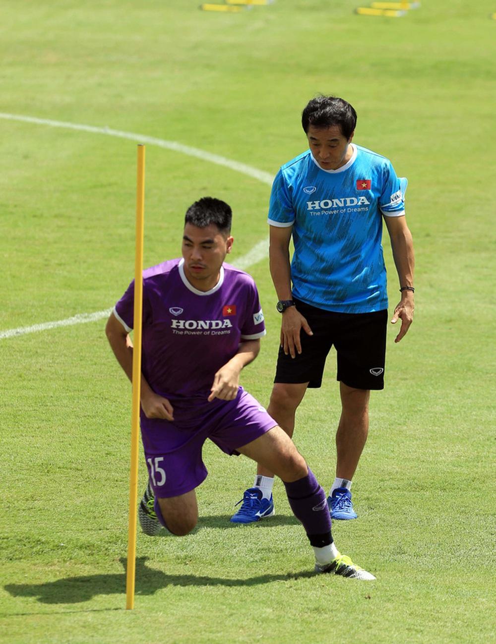 HLV Park Hang-seo bổ sung 2 cầu thủ U22 Việt Nam lên đội tuyển quốc gia - Ảnh 6.