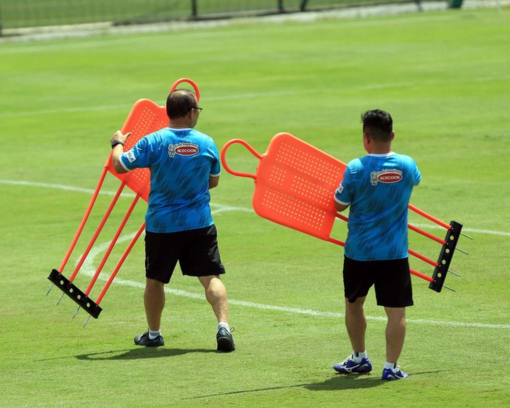 HLV Park Hang-seo bổ sung 2 cầu thủ U22 Việt Nam lên đội tuyển quốc gia - Ảnh 8.