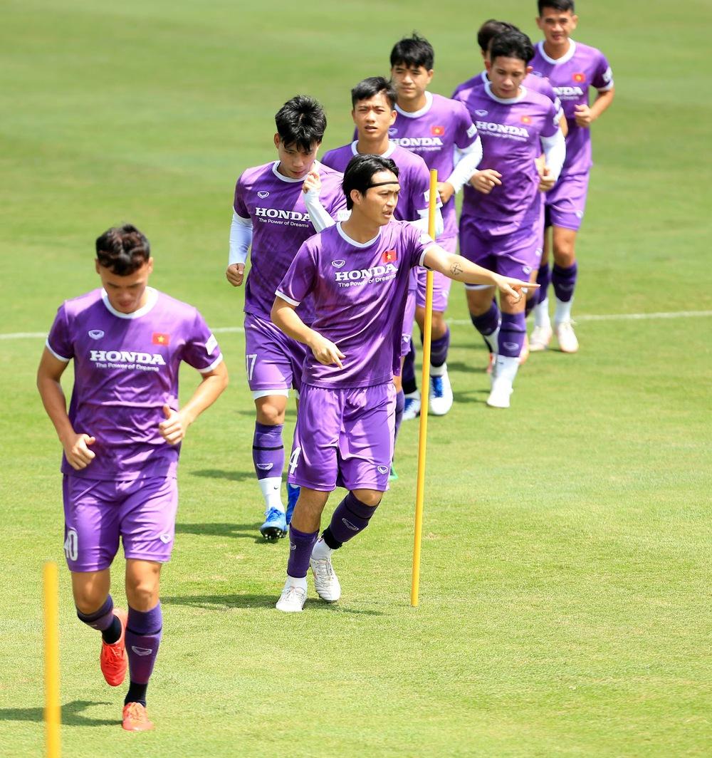 HLV Park Hang-seo bổ sung 2 cầu thủ U22 Việt Nam lên đội tuyển quốc gia - Ảnh 9.