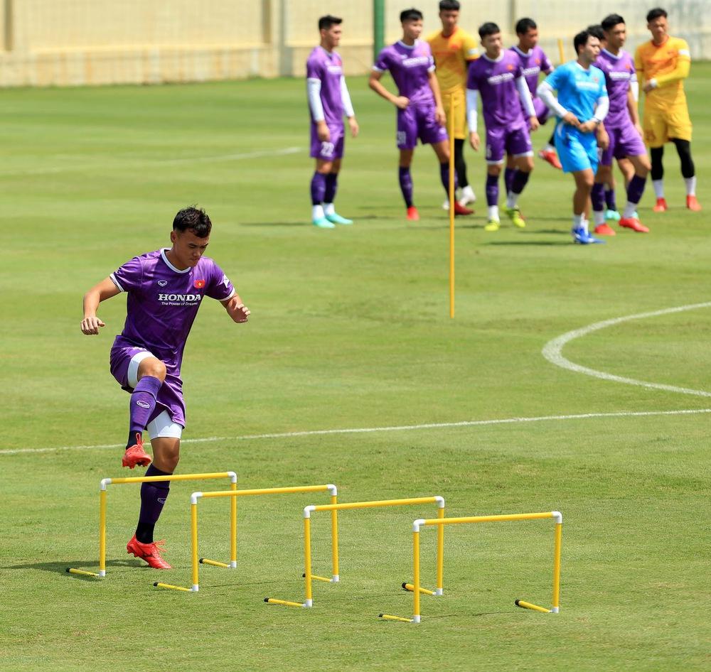 HLV Park Hang-seo bổ sung 2 cầu thủ U22 Việt Nam lên đội tuyển quốc gia - Ảnh 10.