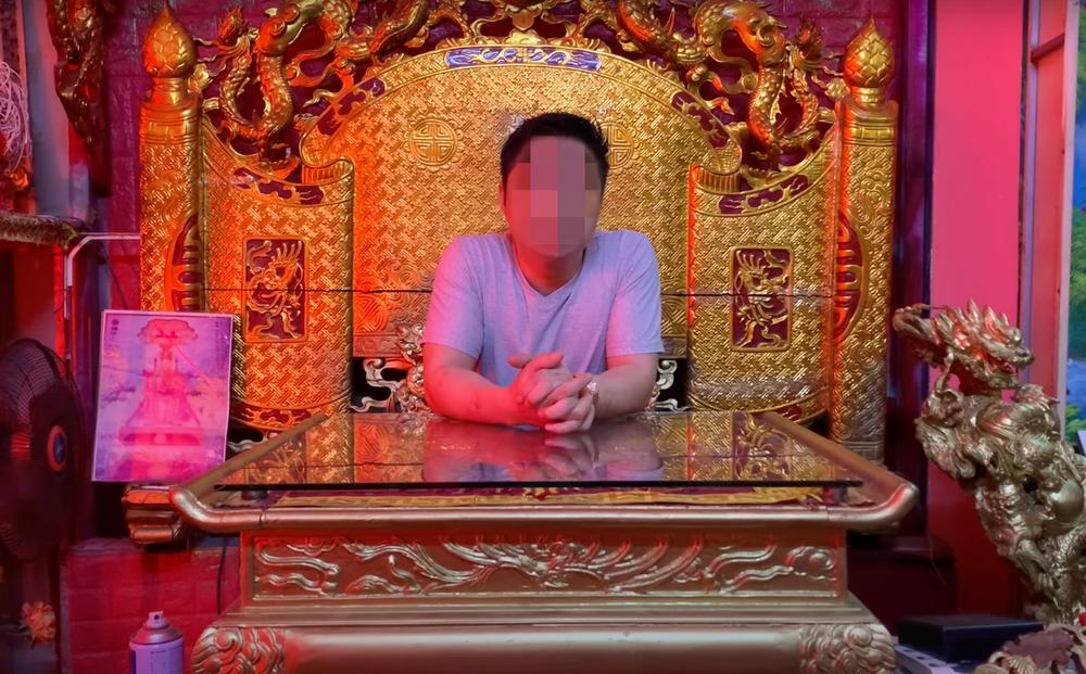 """Tự xưng là """"Ngọc Hoàng đại đế chống Covid-19 bằng trấn yểm"""", Youtuber bị công an sờ gáy"""